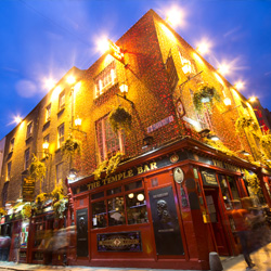 Dublin's youthful energy is alive and well at the classic Temple Bar. // © littleny / Shutterstock.com