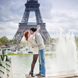 The promenades of Paris are perfect for a romantic day on foot. // © 2014 Thinkstock