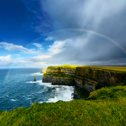 Visit the Cliffs of Moher with a private chauffeur. // © 2014 Thinkstock