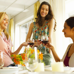 Girlfriends can contentedly wine and dine in good company. // © 2014 Thinkstock
