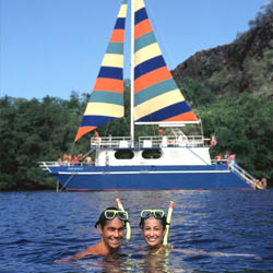 For couples, a smaller snorkel cruise can be a romantic daytime activity. // © Fair Wind Big Island Ocean Guides