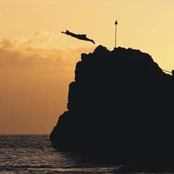 A cliff diver honors the last chief of Maui with a nightly sunset cliff dive off of Black Rock on Kaanapali Beach. // © 2013 Sheraton Maui Resort and...