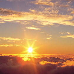 Among the most famous of Hawaii's sunrise viewing spots is the summit of Halekala in Maui. // © Hawaii Tourism Japan