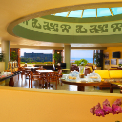 The Na Hoku Sheraton Club Lounge appeals to upscale travelers. // © 2014 Sheraton Maui Resort & Spa