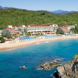 Dreams Huatulco Resort & Spa is a great all-inclusive for families. // © 2013 AM Resorts