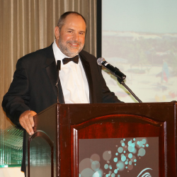 Editor-in-Chief Ken Shapiro presents an award at the annual WAVE Awards for TravelAge West. // © 2014 Deborah Dimond
