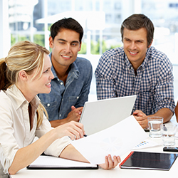Casual travel agents in a meeting. // © 2013 Thinkstock