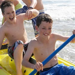 Families visiting Coronado Island can participate in kayak tours and other nature programming. // © 2013 Thinkstock