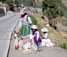 Woman With daughters at Mirador Cruz del Condor// © 2012 Janeen Christoff