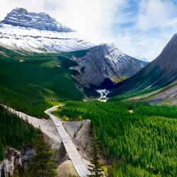 The Icefields Parkway runs through Jasper National Park. // © 2013 Thinkstock