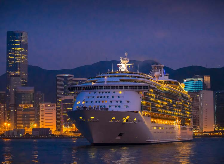 The new cruise terminal is conveniently located. // © 2013 Hong Kong Tourism Board
