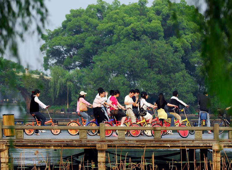 Traveling by bike is a great way to see Hangzhou, and there are many bike rental shops throughout the city. // © 2014 Hangzhou Tourism Commission