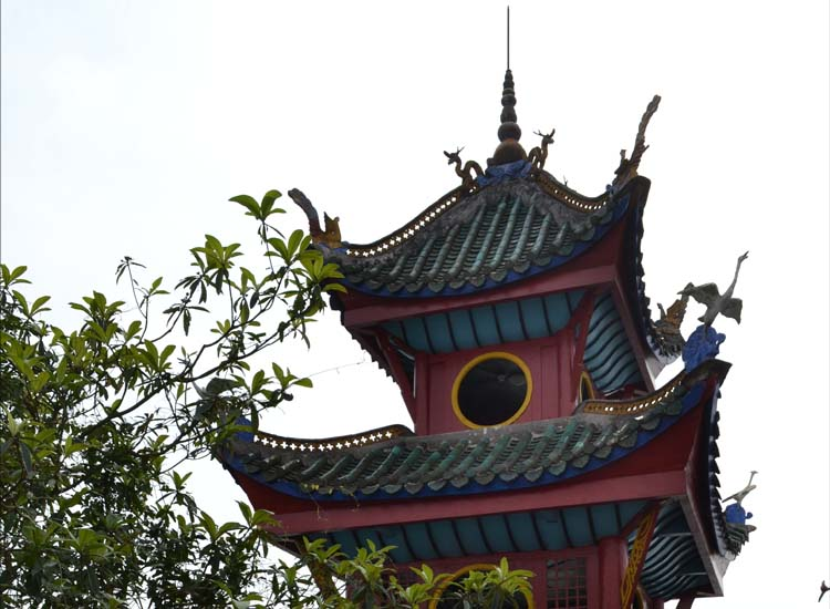 The top of the Shibaozhai pagoda // © 2013 Mindy Poder