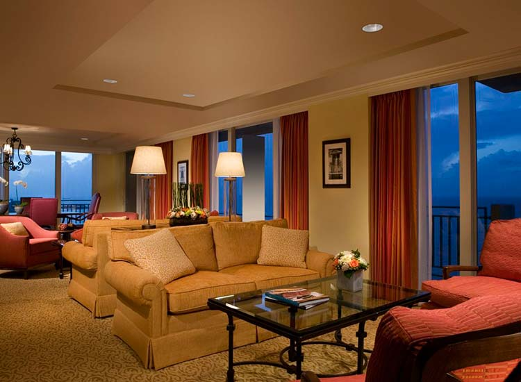 Guests can enjoy complimentary appetizers and stellar views in the Executive Lounge. // © 2014 San Juan Marriott Resort & Stellaris Casino