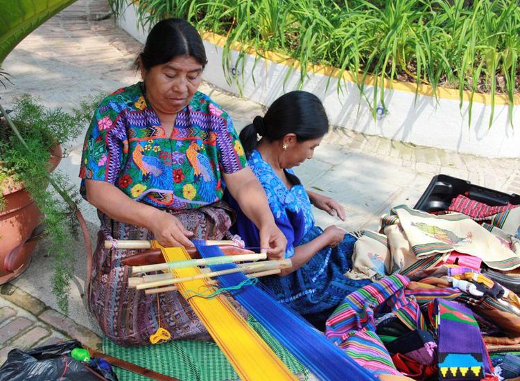Countless villages in Guatemala still make all textiles by hand using natural plant dyes for color.// (c) 2013 ASTA Young Professionals Society (YPS)