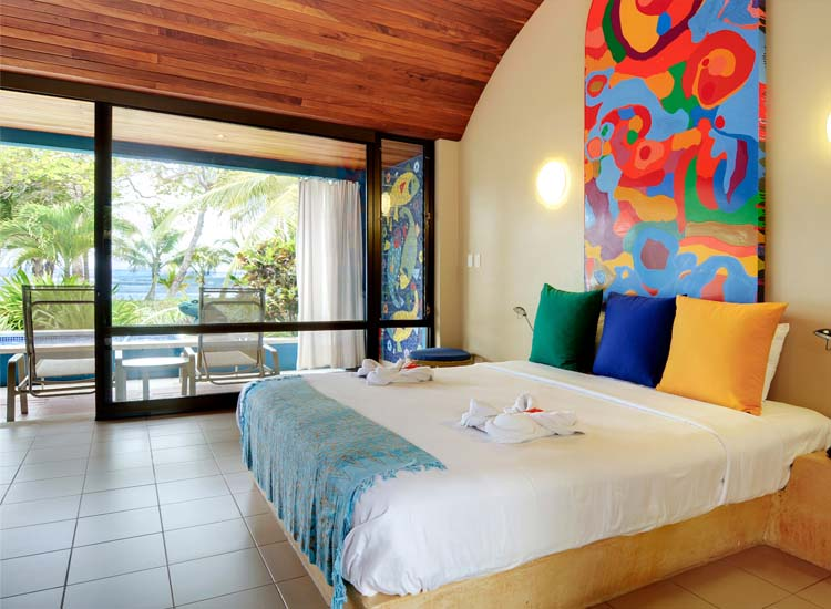 Each of the 20 rooms at Alma Del Pacifico is unique and features artwork created by Charlene Broudy. // © 2014 Alma Del Pacifico Beach Hotel & Spa