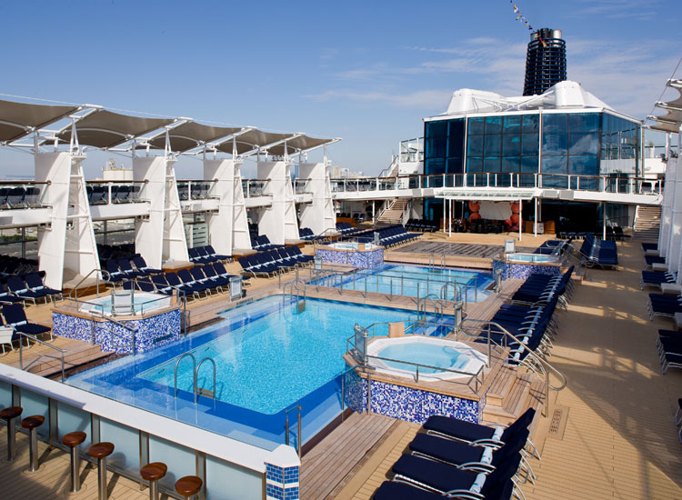 Celebrity Solstice Pool // (c) Celebrity Cruises