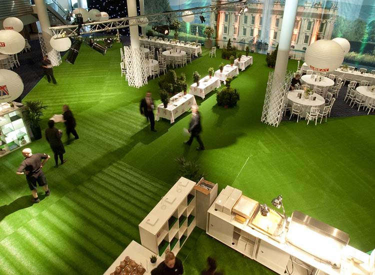 The Hosted Buyers Marketplace concluded with an English garden-themed party held at Wembley Stadium. // © 2014 VisitBritain