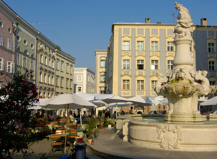 The New Bishop's Residence opens on to a pleasant square and fountain and is home to Rococo-style stairways. // © 2014 Passau Tourist Association
