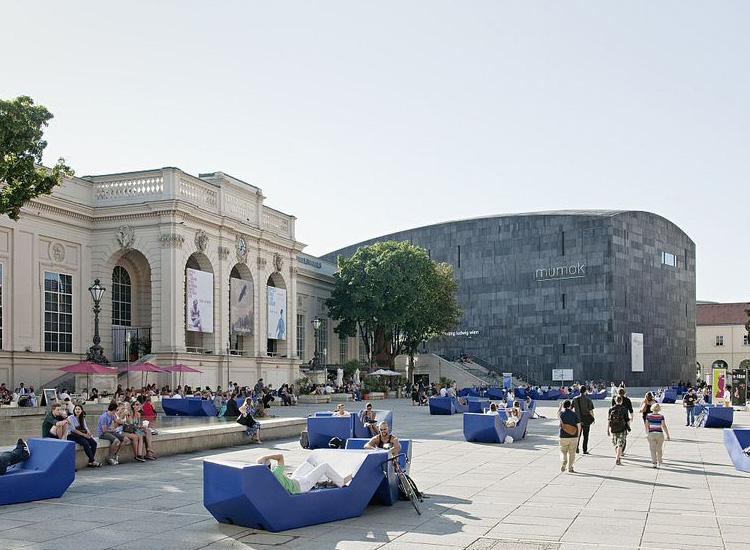 The courtyard of the MuseumsQuartier is a popular gathering place for lovers of contemporary art. // © 2014 Hertha Humaus