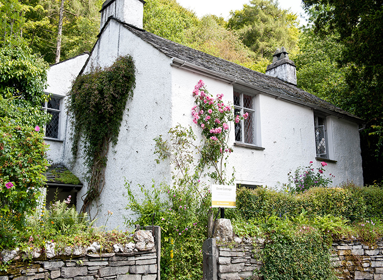 The Dove Cottage was home to Romantic poet William Wordsworth. // © 2014 Creative Commons user darcymoore