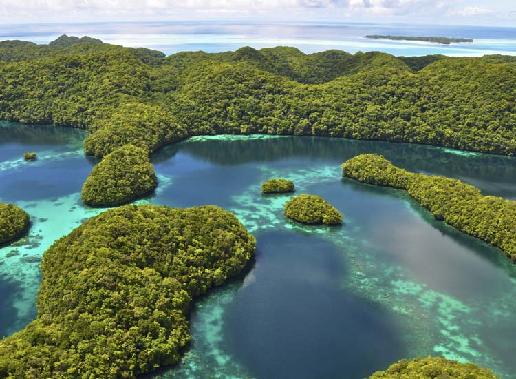 Koror Island is an ideal jumping-off point to explore Palau's mostly uninhabited Rock Islands. // © 2014 dothow/Thinkstock