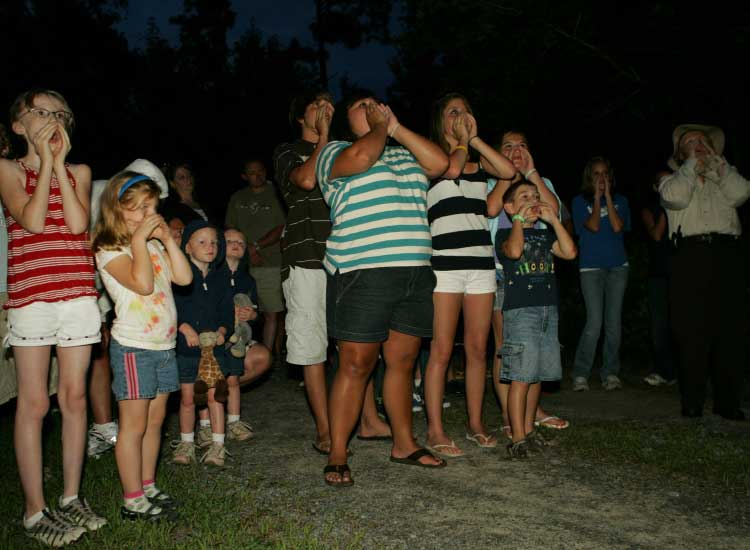 Guests howl with the wolves at Alligator River NWR. // © 2014 Steve Hillebrand/USFWS