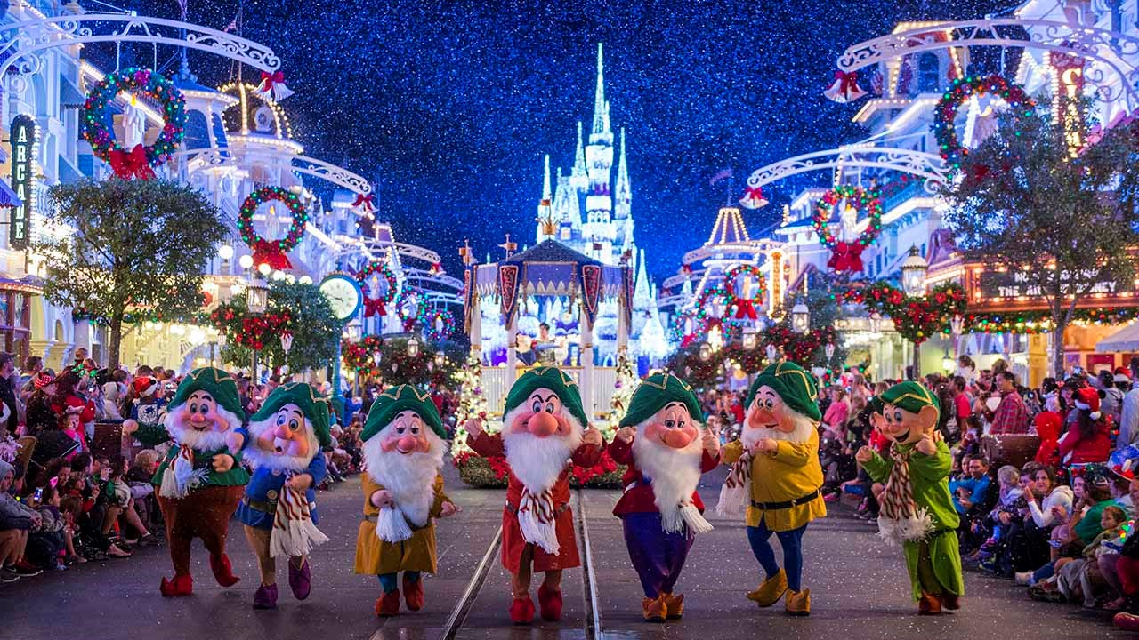 How to Celebrate the 2019 Holidays at Major Theme Parks
